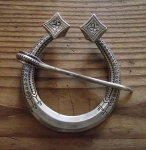Horseshoe Buckle/Sakta By Straupe
